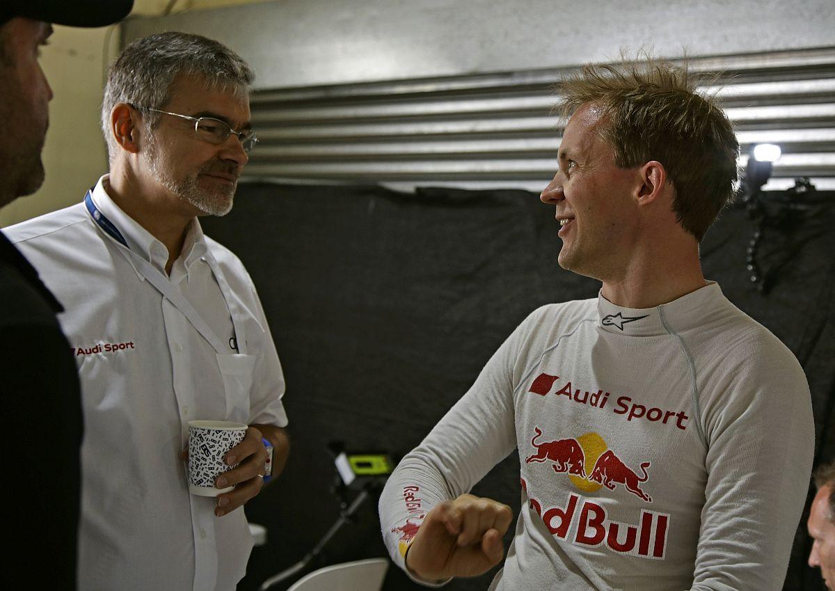 """""""Und ich so: """"Drauf auf den Pin und Vollgas"""" - WRX-Pilot Mattias Ekström im gespräch mit Audi-Motorsportchef Dieter Gass. Bild: Audi"""