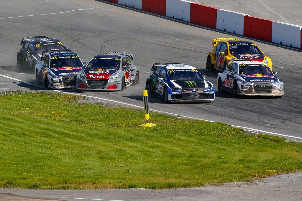 Bakkerud schiebt Timmy Hansen an. Bild: FIAWorldRallyCross.com